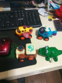 四个小玩具  鳄鱼可以上发条其余不能,但都可以推得动,好玩?