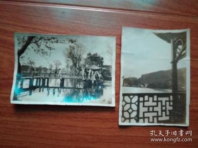 民国照片:三潭印月+暮色依栏干(摄于西湖孤山木桥上)合售