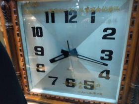 1985年长春市总工会奖给长春市职工生活后勤工作厂际竞赛全优单位的石英钟
