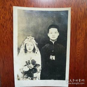 民国结婚合影银盐老照片,古典女子冰洁玉清。(原照,背面有签字)