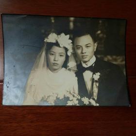民国豪门双人结婚合影银盐老照片。(大张原照)