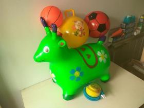 充气跳跳马带音乐加厚儿童玩具。送球和打气筒。