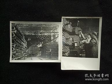 1954年原版老照片两张一组全,鞍山钢铁厂生产的无缝钢管,新华通讯社,原袋子,原说明。 长边10厘米