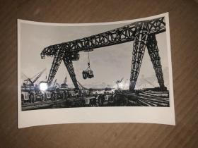 文革美术作品照片 吊装拖拉机