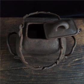 清代乾隆元年铁茶壶带炉一套,难得的精品,喜欢的朋友千万别错过、尺寸 19.6厘米*10.8厘米*22厘米(长宽高)重量约7斤,,