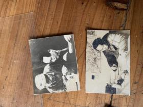 3142:毛主席在写书法,毛主席和朱德的小照片 共2张