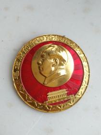 3-2047、毛主席的革命路线胜利万岁、九枚党徽,敬祝毛主席万寿无疆、通一05制,规格45MM.95品。