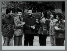 """著名摄影师 应福康 摄影作品""""一代新人在北大""""一枚(内摄有陈冲、宋晓英、张金玲、杨在葆等名家;少见) HXTX112401"""