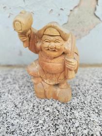 木雕摆件;人物手拿锤子