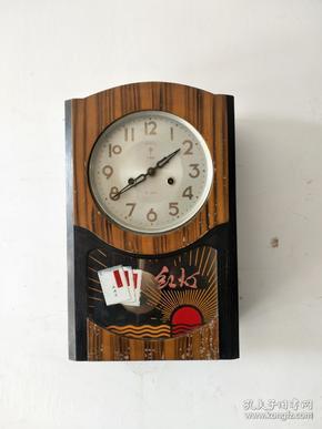 文革时期挂钟,品相一流,正常实用,尺寸长28cm,宽11cm,高45cm