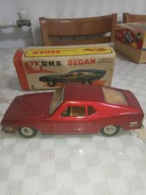 老铁皮玩具 72型轿车