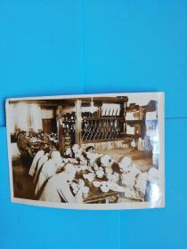 侵华铁证.日本关东军营房里集体吃饭老照片长11.1宽7.6厘米