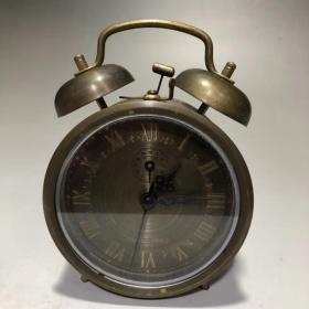 老钟表带闹钟