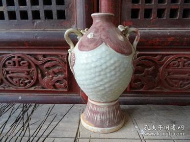 老釉里红瓶