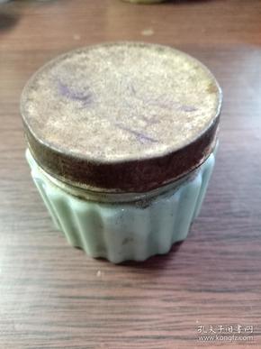 (箱11)民国外国进口 化妆品广告盒,盒盖上有英文有裂,尺寸5.5*6cm