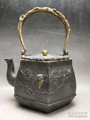 老物件,铜提梁铁壶一把,品如图,高24.5cm,宽17cm,重5.1斤。收藏摆设佳品