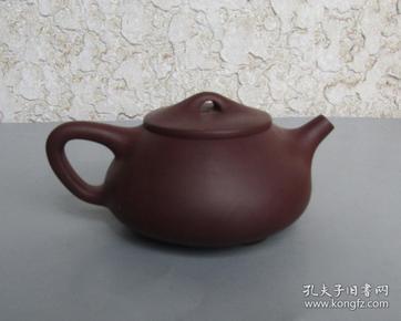 紫砂壶一把