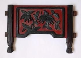 清代民国红地黑漆深浮雕花卉纹带双脚老木雕花板漆器古典明清家具 早期老物件