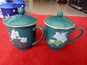 怀旧收藏 八十年代陶瓷水杯 墨绿色底色 葡萄桃花图案 宣化一瓷厂