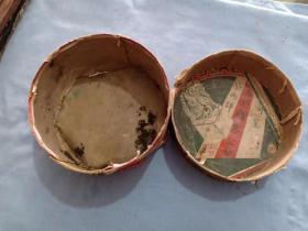 (箱10)民国老纸盒,上有 奉天五洲红印老广告,很多半张,大号烟广告一张。如图