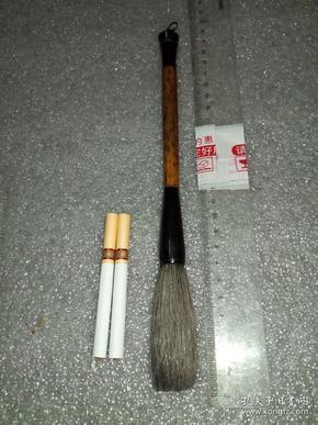 日本回流老毛笔。《李鼎和精选,宿淨纯羊毫,喜》1支。牛角凤眼竹提斗,包浆漂亮(完美之要求者勿扰为盼)。