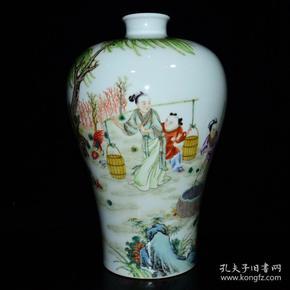 清雍正年粉彩人物纹梅瓶
