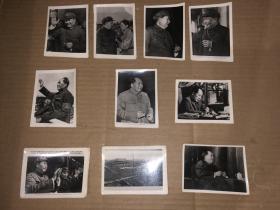 老照片10张合售 天安门、毛主席和林彪天安门城楼合影、毛主席手拿烟卷4张、毛主席坐沙发、毛主席佩戴红卫兵袖标挥手、毛主席工作、女青年给毛主席佩戴红卫兵袖标