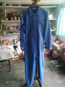 连体衣工作服。
