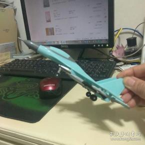 飞机模型+迷你小魔方  飞机长卷约为20✘10公分
