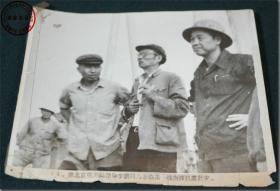 【1976年7月28日唐山大地震期间,原北京电力局领导李鹏同志亲临一线指挥抗震救灾】