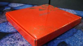 NOKIA赠品:金丝绒围巾 长140cm,宽14cm,双层深咖色,手感柔软,其中一边缘有金线缝制的花色图案,品相近十品