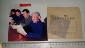 1975萧县农业学大寨会议上老大娘阅读毛主席著作,彩色反转底片