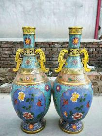 乾隆年制,铜镶景泰蓝花瓶一对,做工精致,品相一流,包浆自然,完整漂亮,适合摆放,收藏佳品