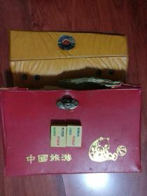 老物件:老式麻将【144张全】有原装盒子、不知道是不是骨头,不知道是什么材质、没有骰子、每粒长2.8CM、宽2CM、高1.2CM(中国旅游)品相以图片为准