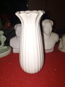 八十年代德化窑——花瓶一只(高21厘米)——全品,自然使用痕迹