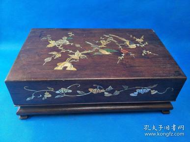早期,黄花梨大盒,海螺镶嵌,纹理木清晰 ,镶嵌漂亮,包浆极好 即识者珍之 多说无益  品相完好  重约5斤