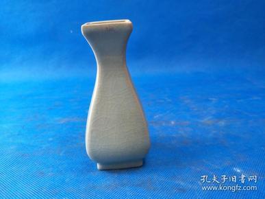 早期   汝窑瓶,器型高贵 釉面乳浊 釉质如玉 莹润温雅腊质光泽  识者珍之  值得收藏