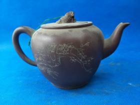 大师  高狮灯 紫砂壶,东西老旧,时代特征明显,底部有款,无磕碰,至今保存完好