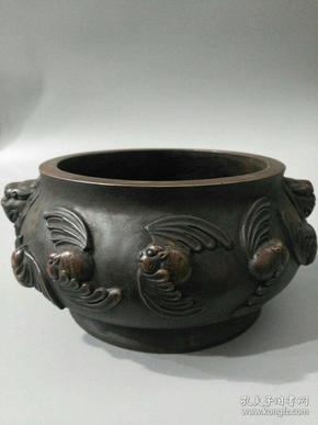 旧藏红铜双狮五福临门香炉一件,品相完美,包浆好重量:大约5.5斤尺寸:高10公分,宽23.5公分,内径13公分