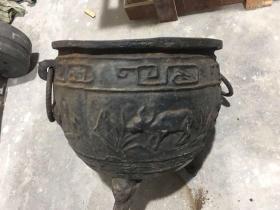 清乾隆四十八年双环大铁缸一口,尺寸 41cm*36cm*34cm重量约42斤。