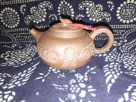 八十年代 宜兴顾亚云制作,开元通宝紫砂壶(把到流16.5厘米,口径6厘米,底径7厘米,底到钮高7厘米)