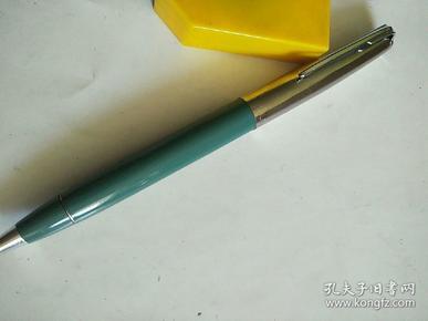 老钢笔,两用,未使用过,但圆珠笔由于时间长,不能使用了,