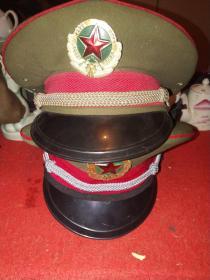 退役军帽两顶合售:一顶为校官,一顶为尉官——均由3506厂出品