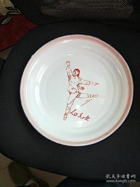 7号文革老搪瓷盘30/30cm。品相如图包老包真原汁原味很有收藏价值。