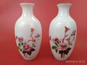 创汇期567瓷手绘花卉描金文房案头花瓶一对,文革赏器