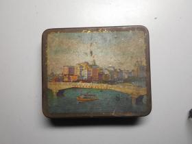 文革铁盒 (标语:毛泽东思想普照全世界) 广州文具厂出品,画面可能是珠江某大桥。