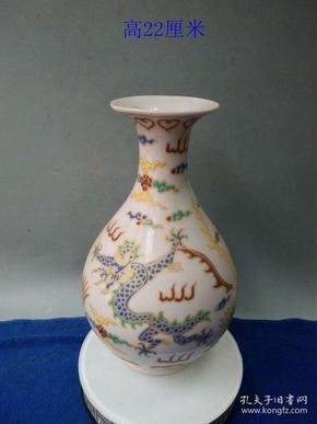 少见的明代成化年制红胎斗彩龙凤瓷瓶