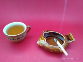 """创汇期""""中国制造""""款酱釉动物趣味造型烟灰缸 (热带鱼)色彩鲜美,釉水丰厚"""