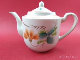 567精品50年代手绘花卉中号茶壶(底部有款)