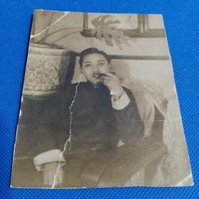 民国明伶男子肖像照片两张